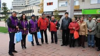 Лайънс клуб Добрич дари бели бастуни на организациите на незрящите в града